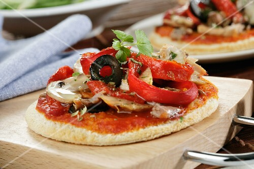 Mini pizza with peppers, mushrooms and olives