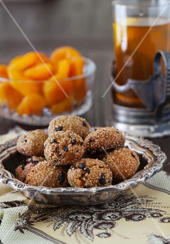 Apricot ginger bites with cocoa nibs and dried apricots