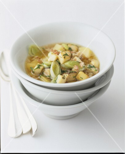 Leek soup with chicken and potatoes