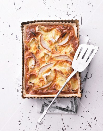 Camembert tart with pears