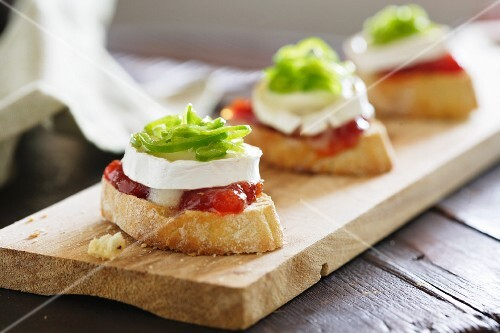 Toast topped with tomato chutney, goat's cheese and confit of green peppers