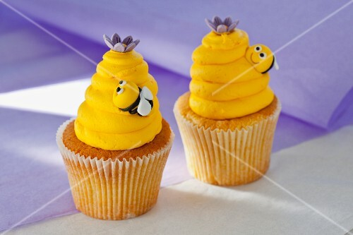 Vanilla cupcakes with lemon buttercream and bees made from fondant icing