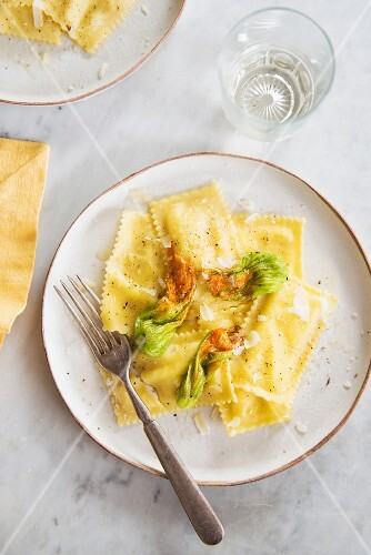Ravioli with courgette flowers