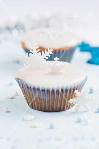 Christmas cupcakes decorated with snowflakes
