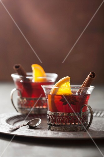 Mulled wine with oranges, cinnamon and star anise