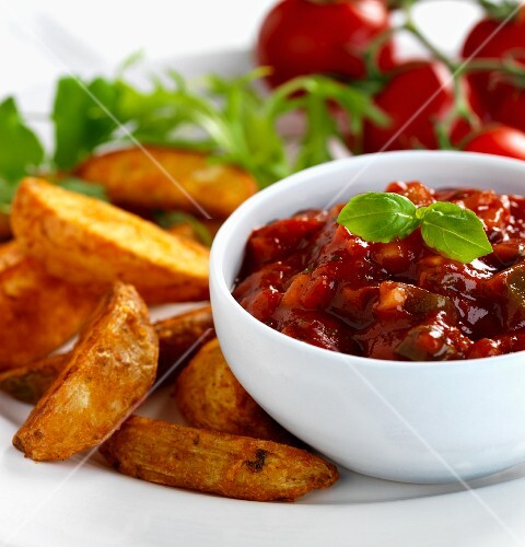 salsa dip with potato wedges