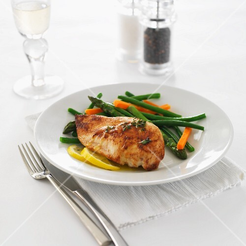 Chicken breast with lemon butter, asparagus, beans and carrots