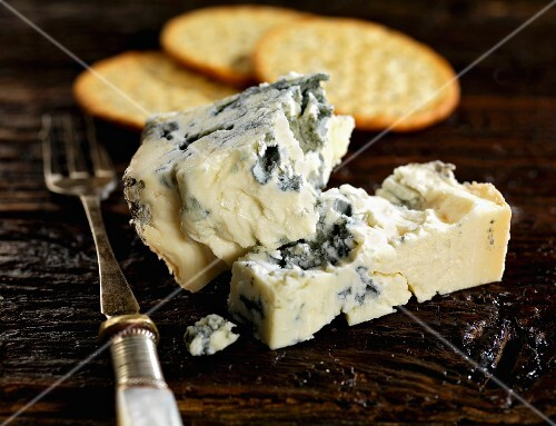 Gorgonzola and crackers