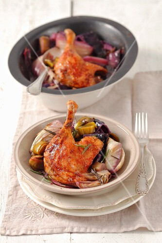 Duck legs with fennel and red cabbage