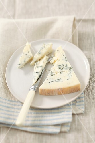 Gorgonzola on a plate with a knife