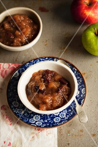 Apple chutney and fresh apples
