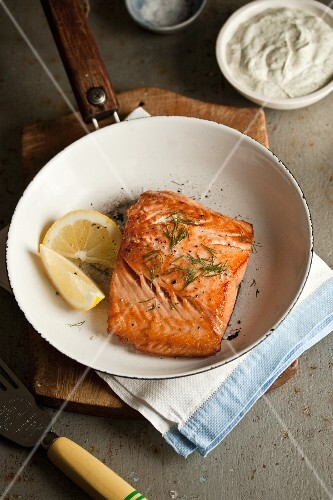 Fried salmon fillet with dill and lemon