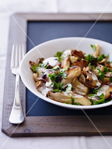 Fried mushrooms with parsley and cream