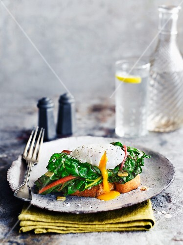 Toast with spinach and poached egg