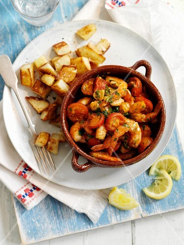 Garlic prawns with peppers and tomatoes (Spain)
