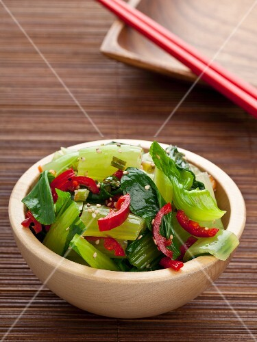 Baby pak choi with chillies and sesame (Asia)