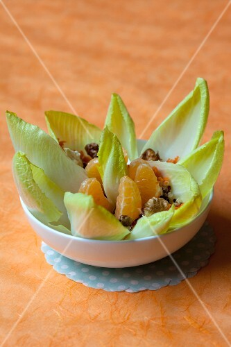 Endive salad with clementines and nuts