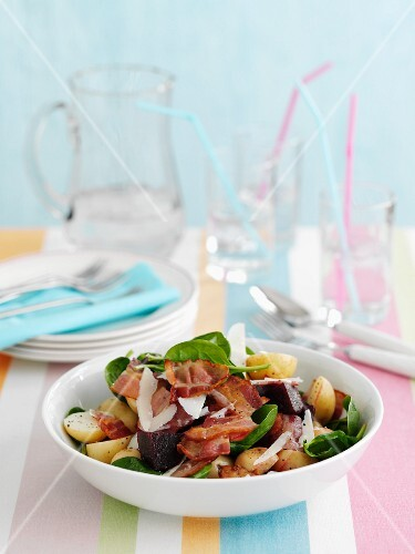 Spinach salad with potatoes and bacon