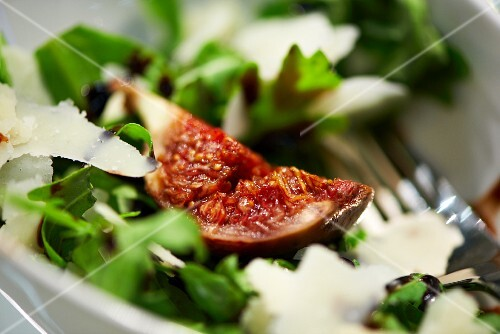 Fresh fig with rocket and parmesan