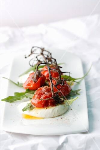 Grilled cherry tomatoes on mozzarella with chilli sugar