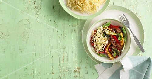 Fried beef with peppers, baby sweetcorn and noodles