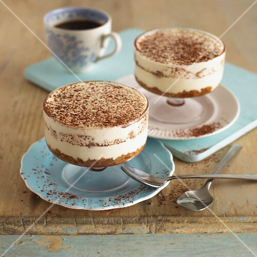 Tiramisu in two dessert bowls