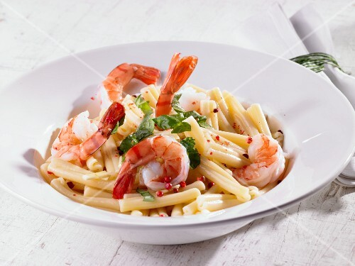 Pasta with prawns and pink peppercorns