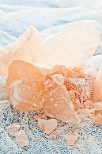 Himalaya salt on a muslin cloth
