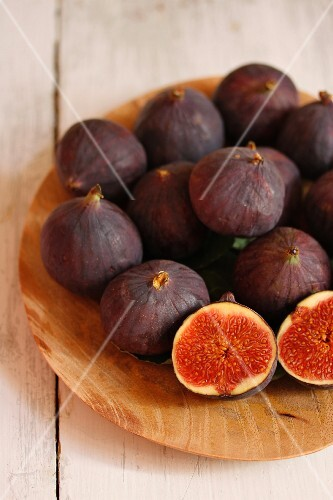 Fresh figs on a wooden plate