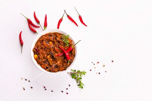 Chilli con carne and fresh whole chillies