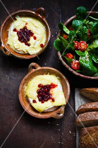 Baked Camembert with cranberries and spinach salad
