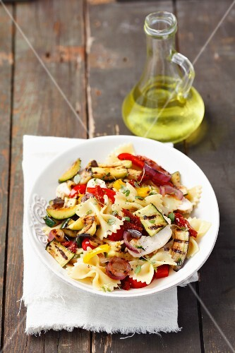 Farfalle with grilled vegetables and mozzarella