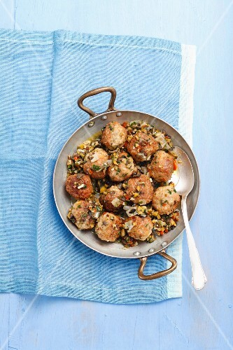 Meatballs with olive sauce