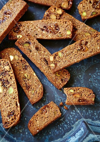 Biscotti with pistachios and figs