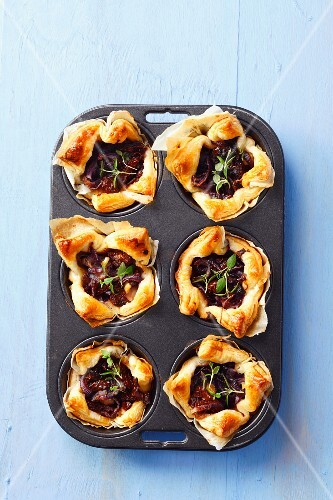 Puff pastry tartlets with sundried tomatoes, caramelised onions and thyme