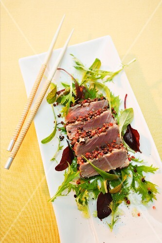 Tuna with peppercorn crust