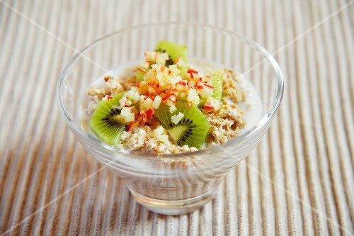 Porridge with apple and kiwi
