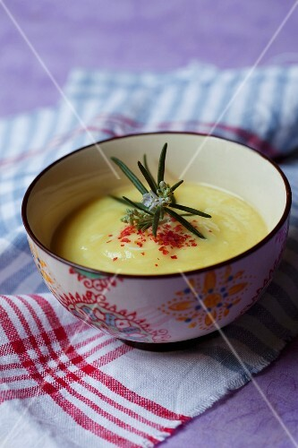 Cream of courgette soup with rosemary