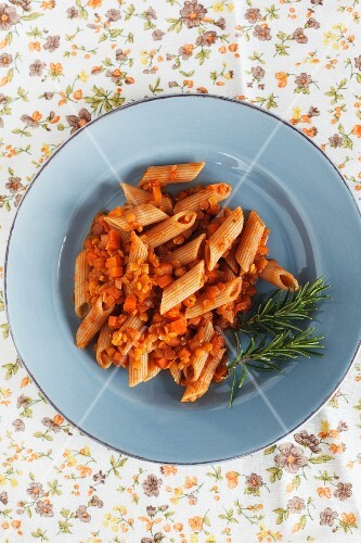 Rigatoni with vegan lentil sauce