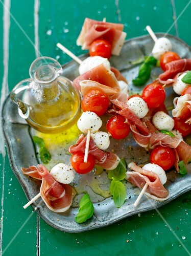 Tomato mozzarella skewers with ham