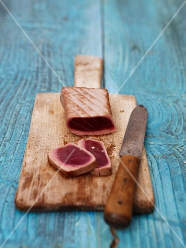 Flash-fried tuna on a wooden board