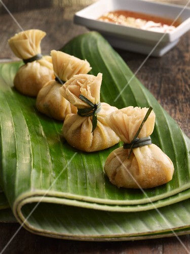Stuffed pastry parcels, Thailand