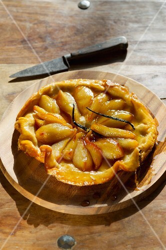 Tarte Tatin with vanilla pods