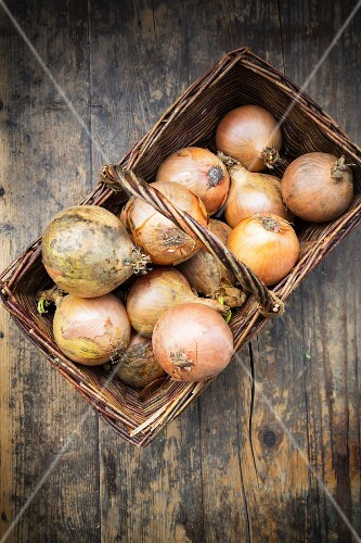 A basket of onions
