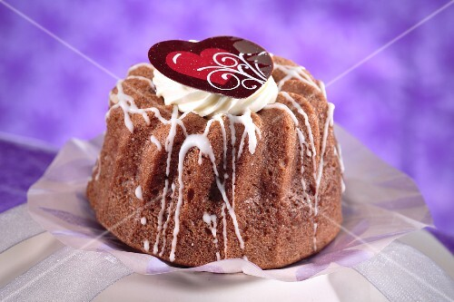 A mini Bundt cake for Valentine's Day