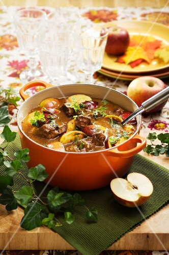 Pork stew with plums and apples