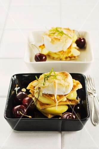 Waffle with apples and meringue