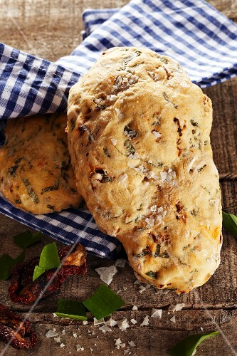 Wild garlic bread with dried tomatoes