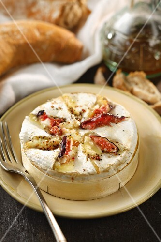 Baked Camembert with figs