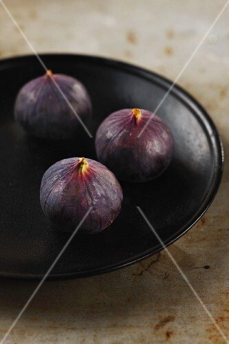 Three fresh figs on a plate